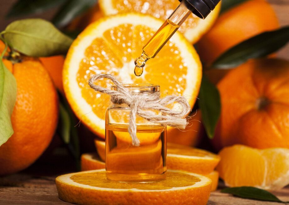 Bottle,Of,Essential,Oil,From,Oranges,On,Wooden,Background,-